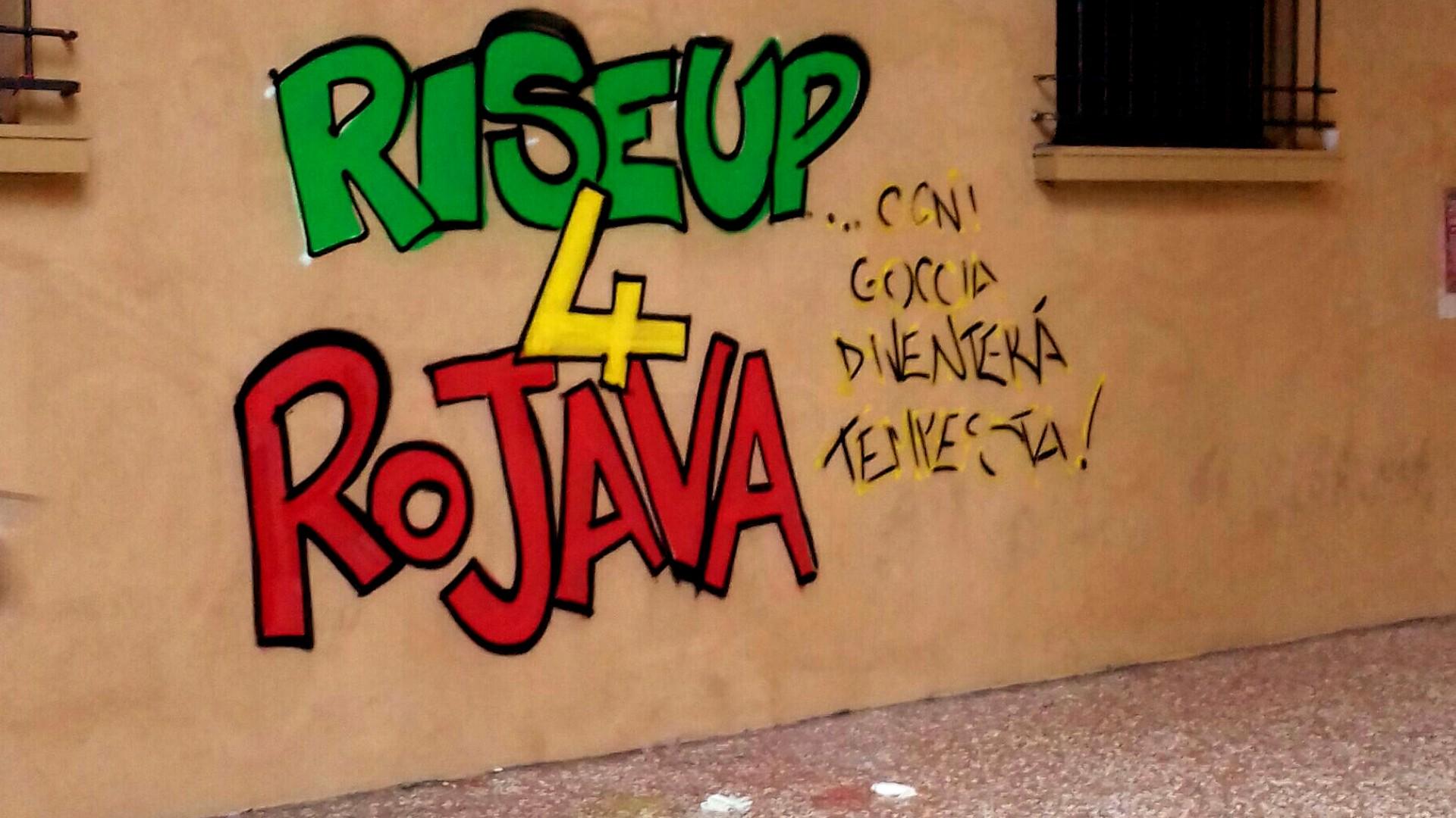 Scritta sul muro in città per sostenere il Rojava