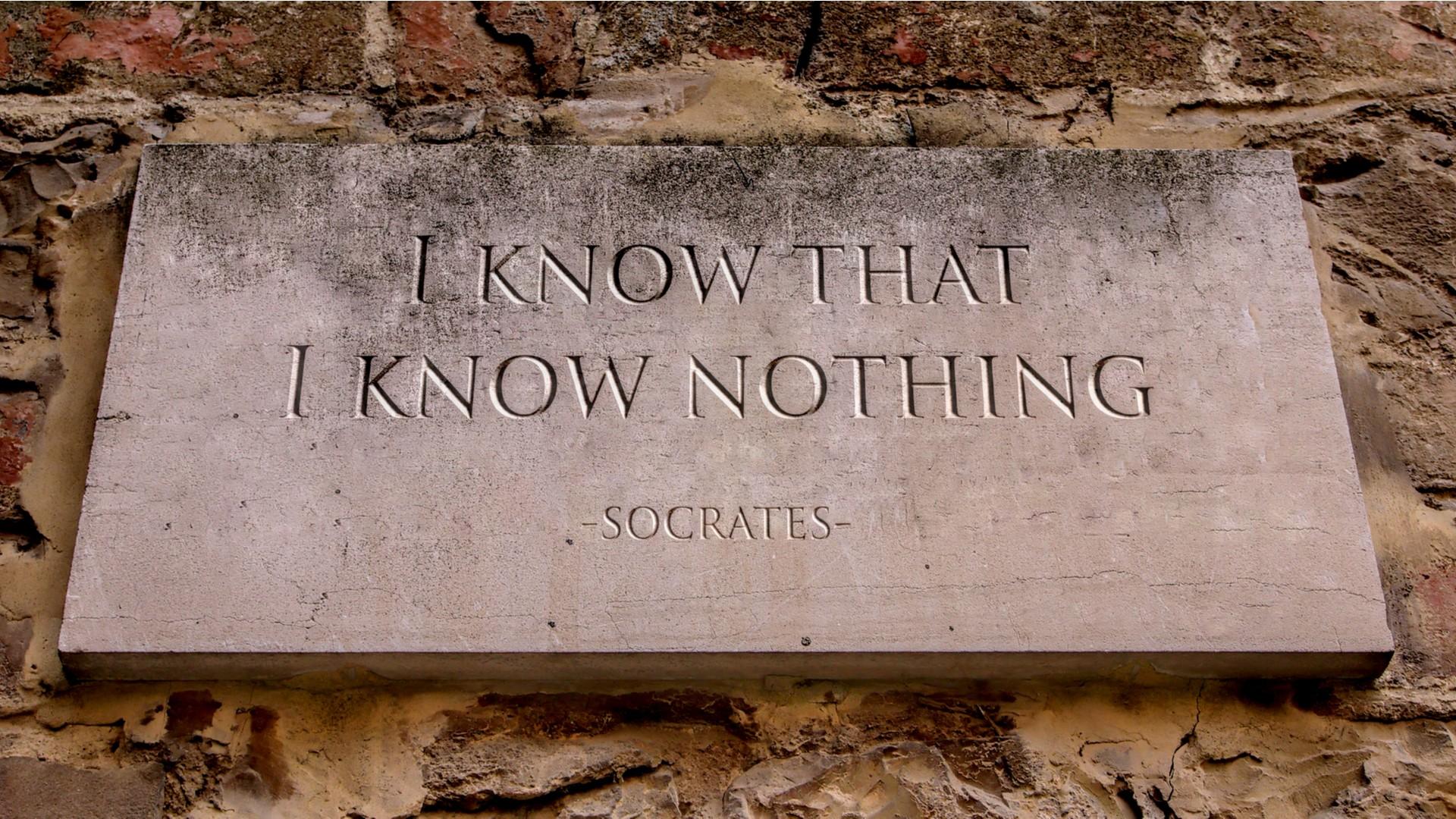 """Socrate è il filosofo che dà inizio alla Scuola di Atene, il suo motto è """"so di non sapere"""""""